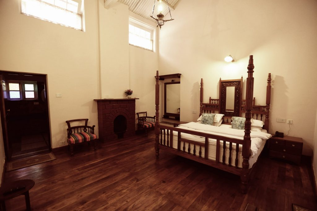 The Bungalow Room – 4000 + TAXES